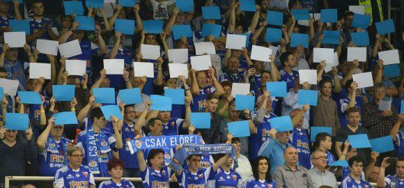 Ismét élőkép - mindenki kékbe!