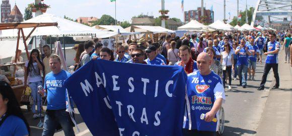 Szurkolóink köszöntik a 96-os bajnokcsapatot