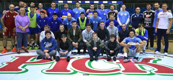 Francia diákok sütöttek a Pick Szegednek