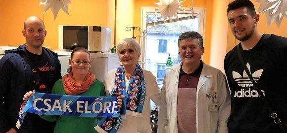 Bence és Zsolti átadta az adományt a Reménysugár Alapítványak